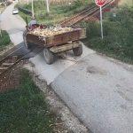 """ŽELJEZNICE RS OBJAVILE SNIMAK: Traktorista kod Doboja """"za dlaku"""" izbjegao voz"""